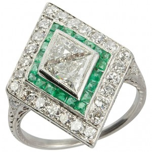1930s Emerald Diamond Platinum Kite-Shaped Ring